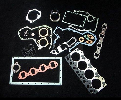 GOWE full gasket set For KOMATSU 4D95L full gasket set and piston ring  crankshaft bearings  con rod bearings